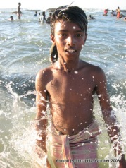 a kid in kanyakumari beach`
