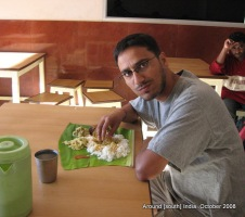 dw eating on banana leaf in kanyakumari