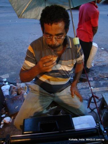 typist drinks tea in m g road, kolkata