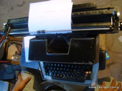 typewriter on mg road, kolkata
