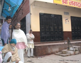 The Jagadamba dharmashala in Dudhvinayak. The flow of Nepalis who come to Vanarasi has reduced over the years. During the pre-1990 years when Nepal didn't have democracy, many political activists used to come to the city and live in this neighborhood.