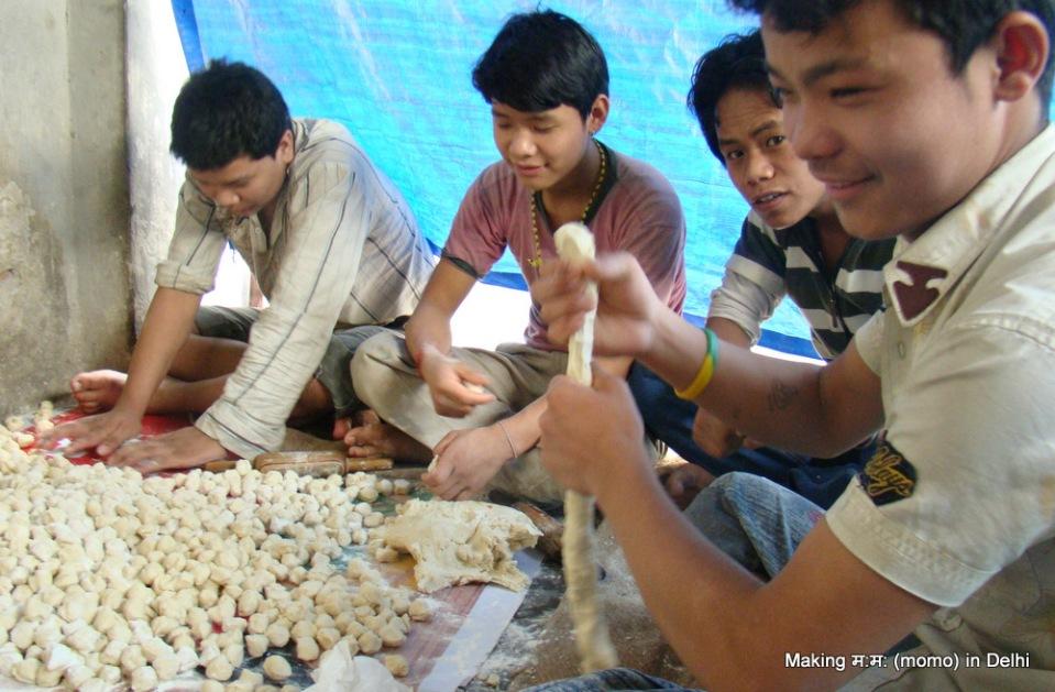 Nepali Momo makers in delhi