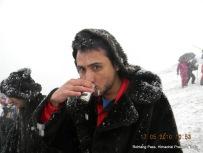 gokul dahal sips tea rohtang pass himachal pradesh india