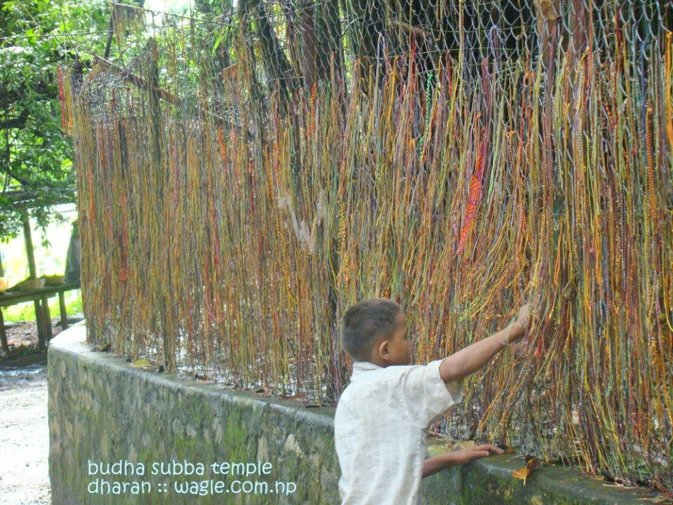 A kid and pryaer threads