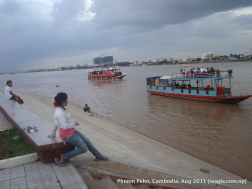 floating restaurants over mekong rever