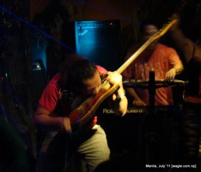 manila: guitar man