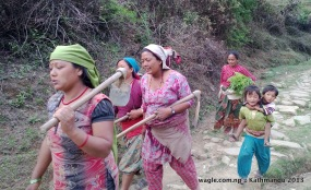 chitlang women walking
