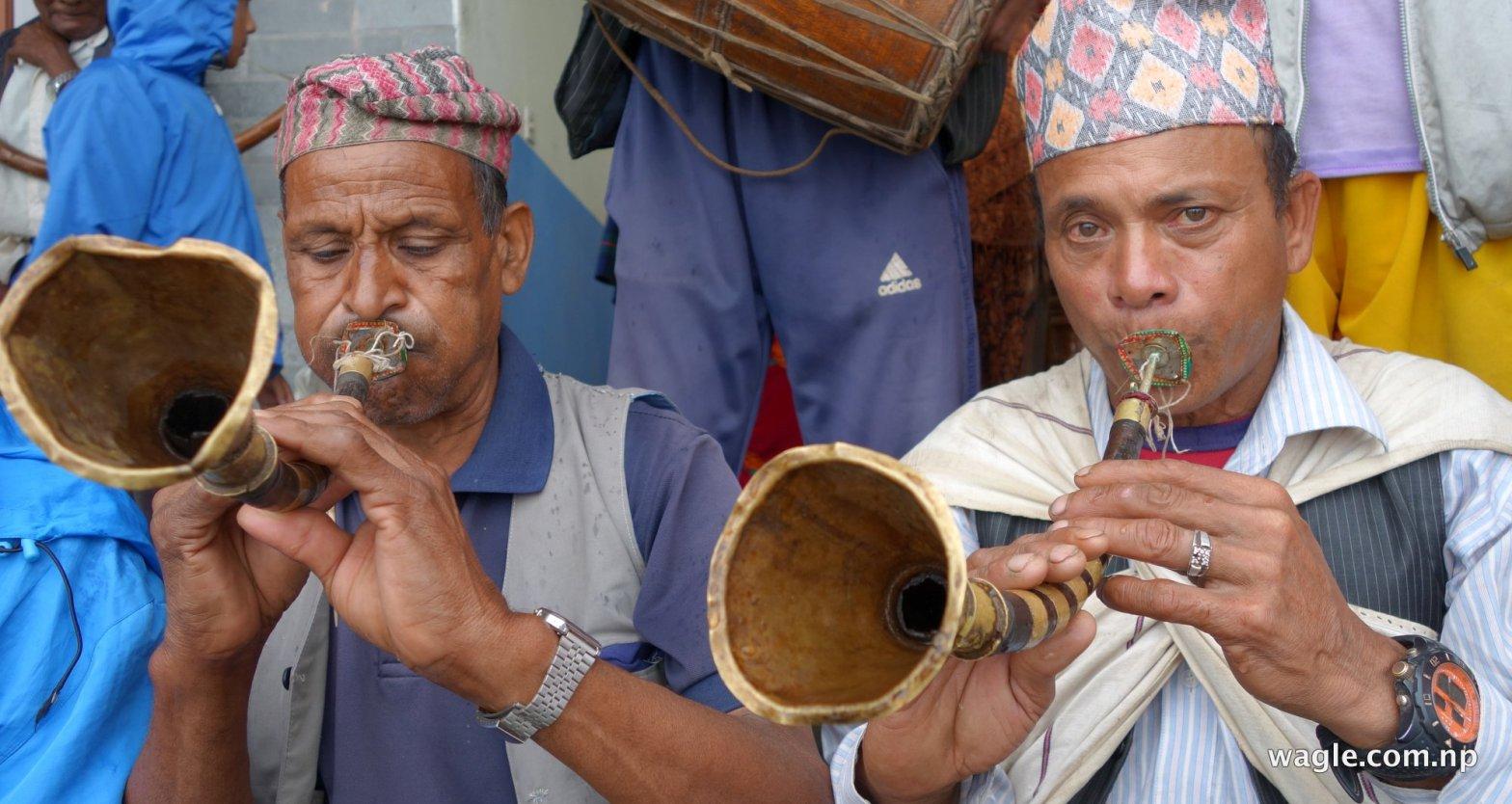 Men play Sahanai