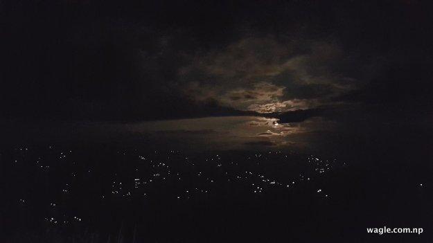 जुनेलो रात । तर ती तारा हैनन् । काभ्रेको एउटा गाउँ ।